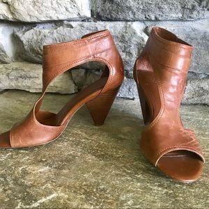 Sz7 BCBG Leather Shoes